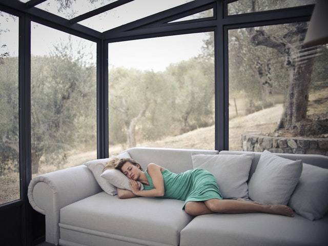 Most Aussies are romantically LAZY – Are you?